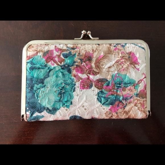 Handbags - Pretty Clutch!